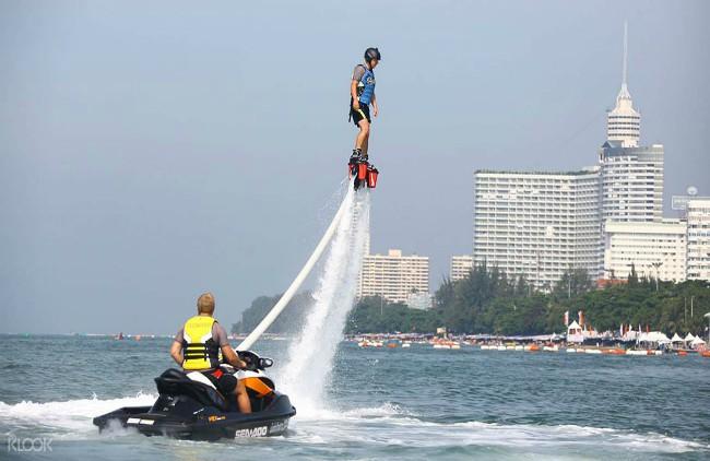 Pattaya water sports and nightlife