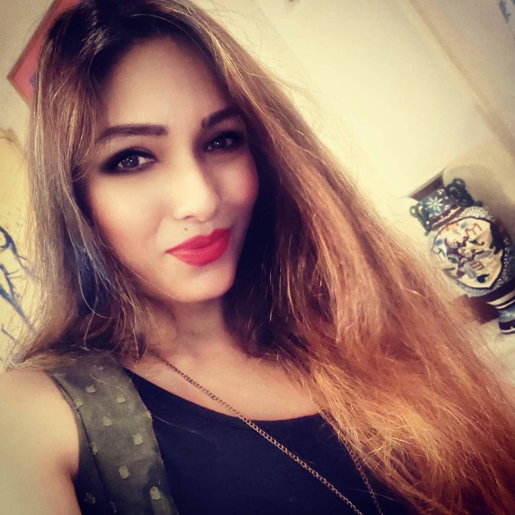 Zoya Rathore (Actress) Biography, Wiki, Age, Height, Family, Latest Movies,  Latest Web Series and more